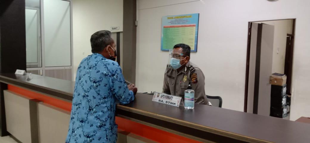 SAMSAT KETAPANG BANTU MASYARAKAT SEKITAR UNTUK MEMPERCEPAT PROSES PENGESAHAN STNK TAHUNAN