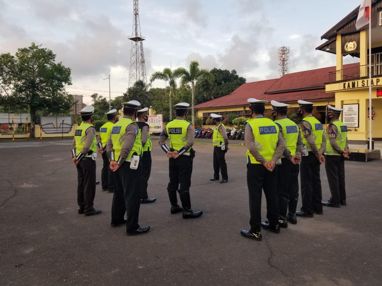 Personel SATLANTAS Melaksankan Apel Pagi Untuk Mengawali Pelaksanaan Tugas