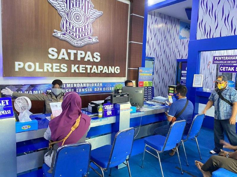 Pelayanan satpas SIM Polres Ketapang, tetap terapkan protokol kesehatan cegah covid 19