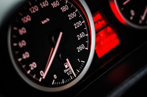 Pelanggaran Batas Kecepatan Adalah Awal Dari Kecelakaan Lalu Lintas!!